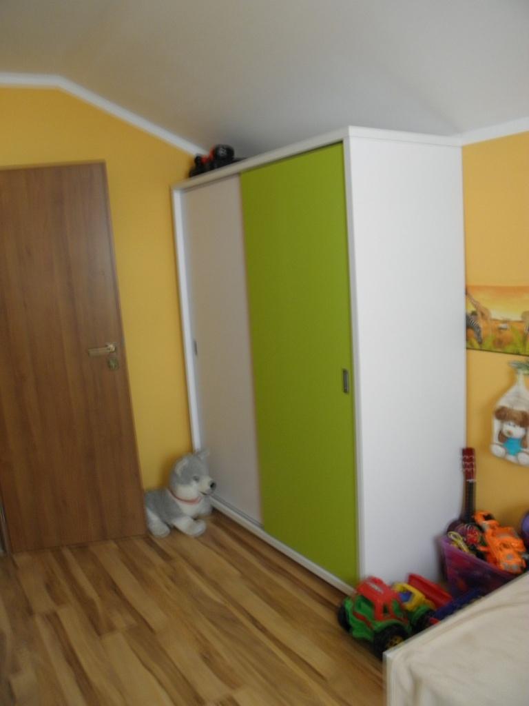 Miesto ľubica detská izba prevedenie biela v kombinácii so zelenou