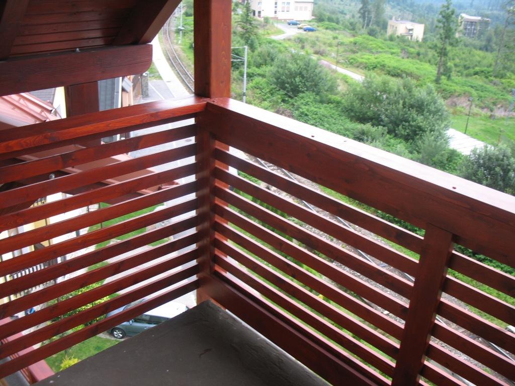 Dreveny-balkon-obklad-z-dreva-na-balkony-img-691-042